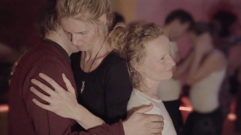tanzbegeistert, interessiert sich für Tantra, Gemeinschaft, vegane Ernährung, Psychologie, alternative Heilmethoden, Spiritualität, Gewaltfreie Kommunikation, Radical Honesty, Radical Intimacy sucht Tanz, Kontakt, Begegnung, Gemeinschaft, Spaß, Gleichgesinnte, tiefe Erfahrungen